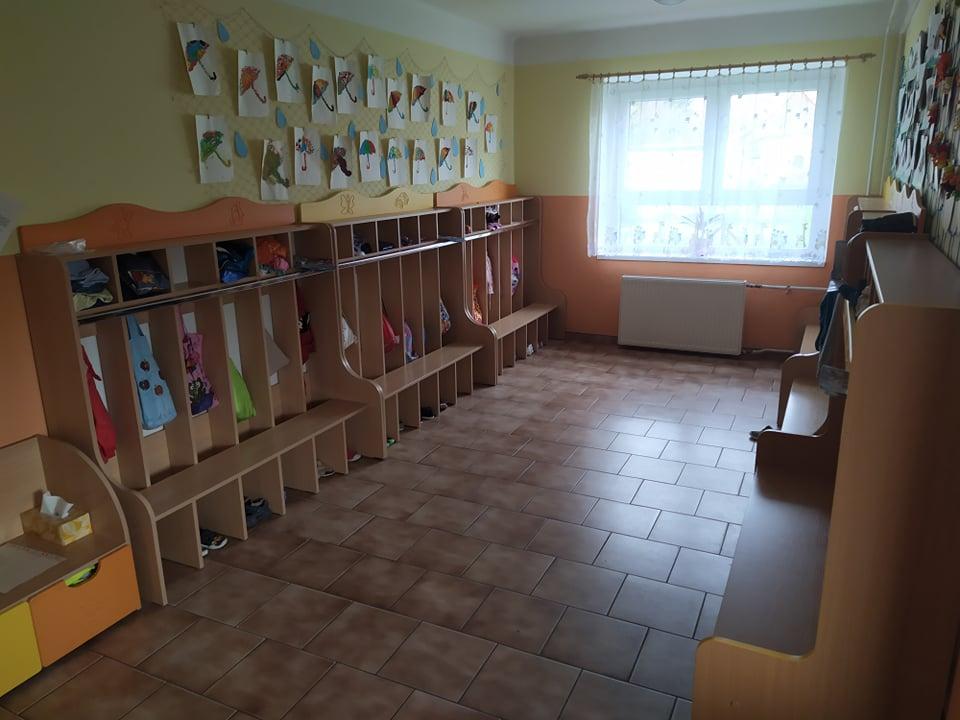 Mateřská škola - šatna